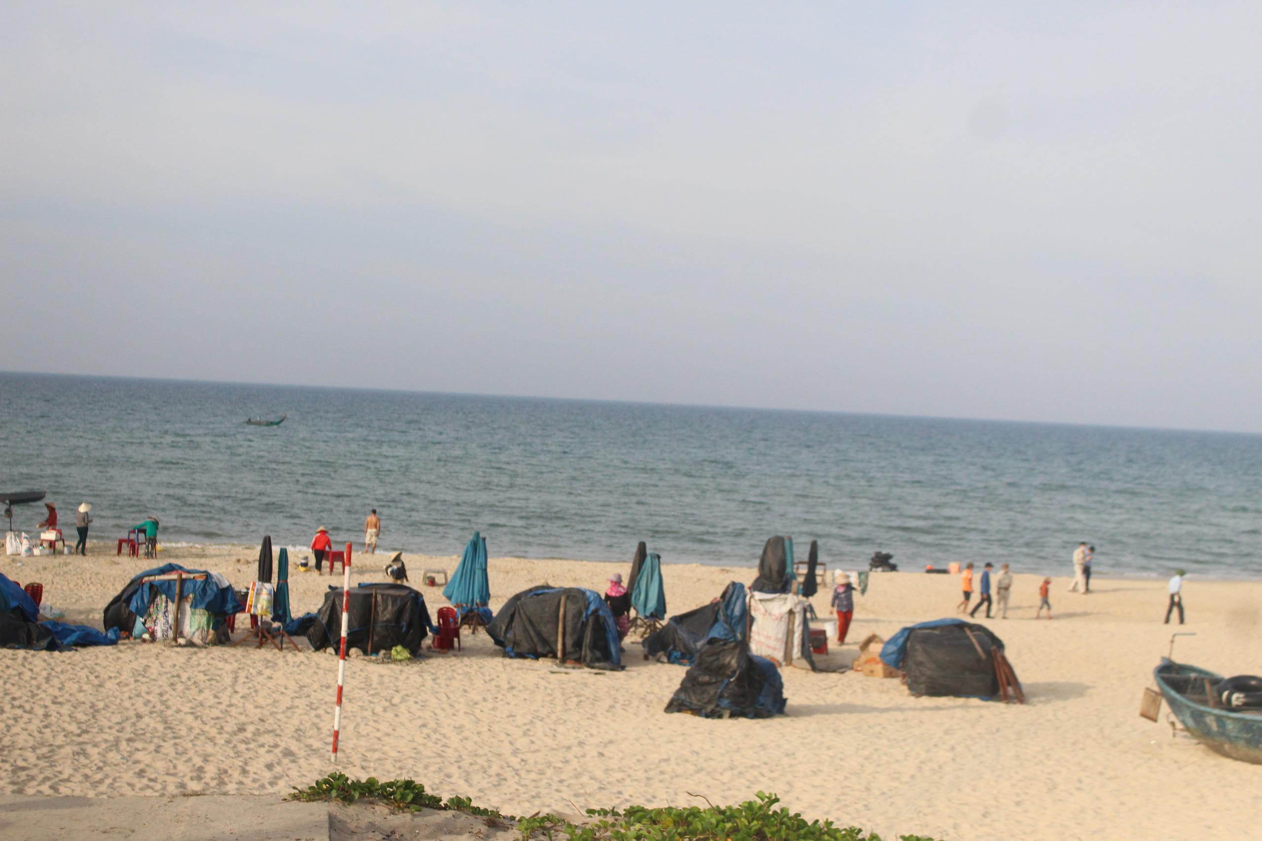 Quảng Nam: Ra quân xử lý vi phạm phòng, chống dịch COVID-19 tại bãi biển Tam Thanh. - Ảnh 2.