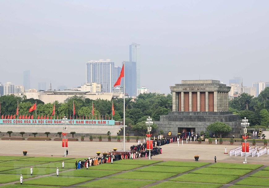 [Photo] Đại biểu Quốc hội khóa XV vào Lăng viếng Chủ tịch Hồ Chí Minh | Chính trị | Vietnam+ (VietnamPlus) - Ảnh 4.